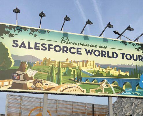 Panneau d'accueil du Salesforce World Tour à Paris